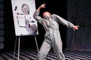 På bilden skådespelare Stella Laine i föreställningen Fem mål mat
